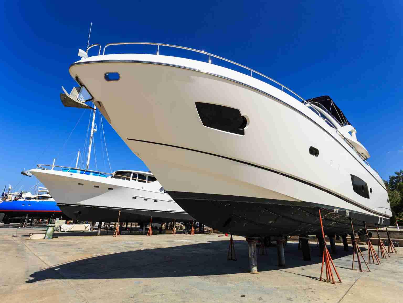Boot und Yacht Folierung Beschriftung